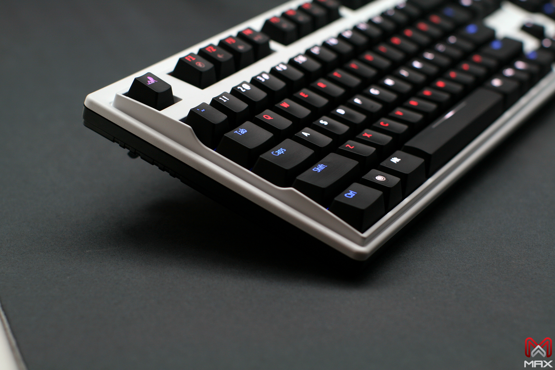 Max Keyboard Custom backlit LED color and cherry MX mechanical switches